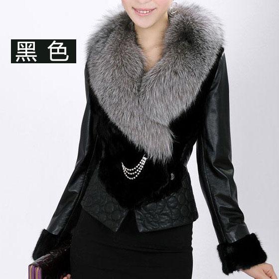 黑色毛领大衣搭配