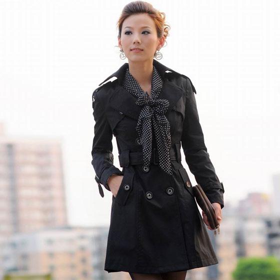黑色外套搭配丝巾
