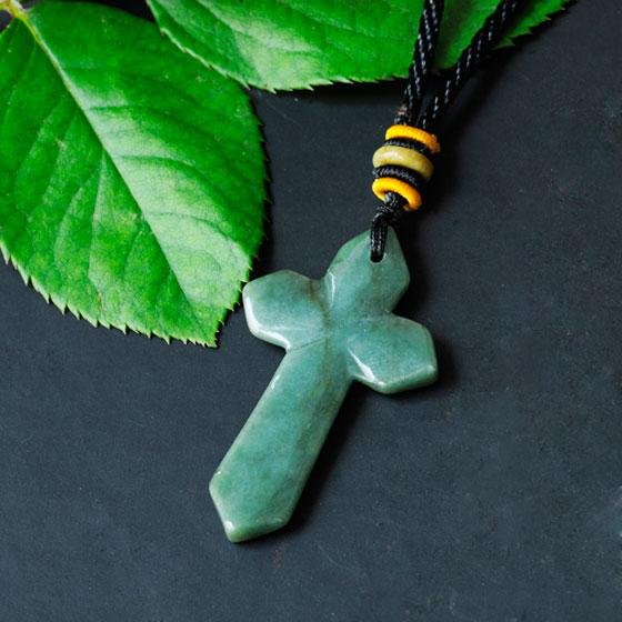 【曼丽翠天然a货翡翠吊坠-经典祈福耶稣十字架】怎么