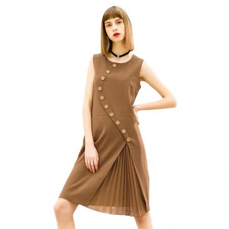 今升 圆领无袖修身纽扣装饰连衣裙·驼色